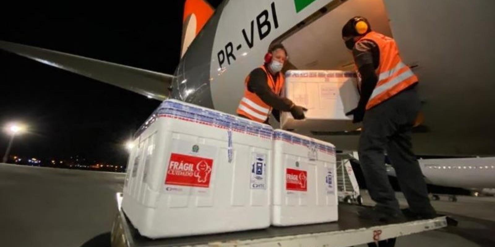 Desembarca em SC a primeira remessa das 316 mil doses prometidas para semana