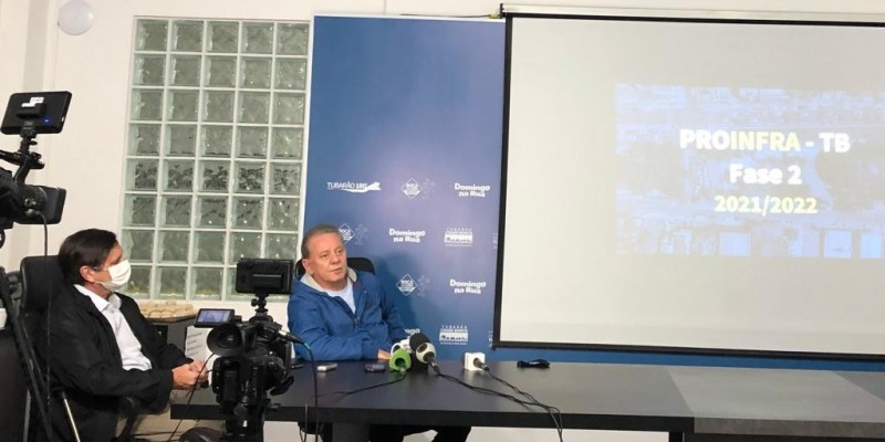 """Em uma coletiva o prefeito de Tubarão disse: """"Não quero ver no noticiário que alguém da nossa cidade morreu por causa do frio"""""""
