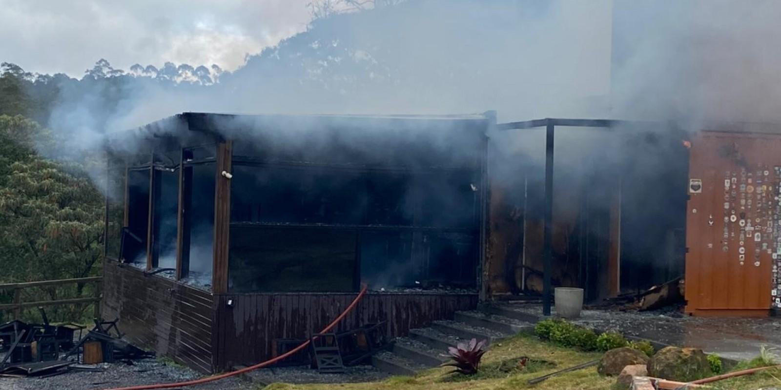 Incêndio destrói cafeteria às margens da SC-390, em Lauro Müller