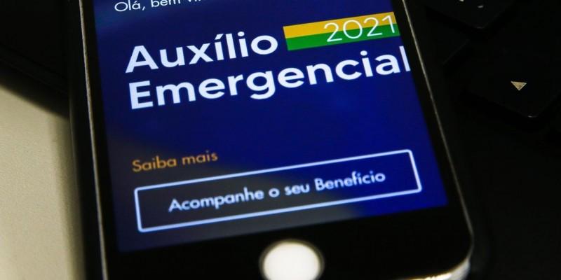Trabalhadores nascidos em novembro podem sacar auxílio emergencial