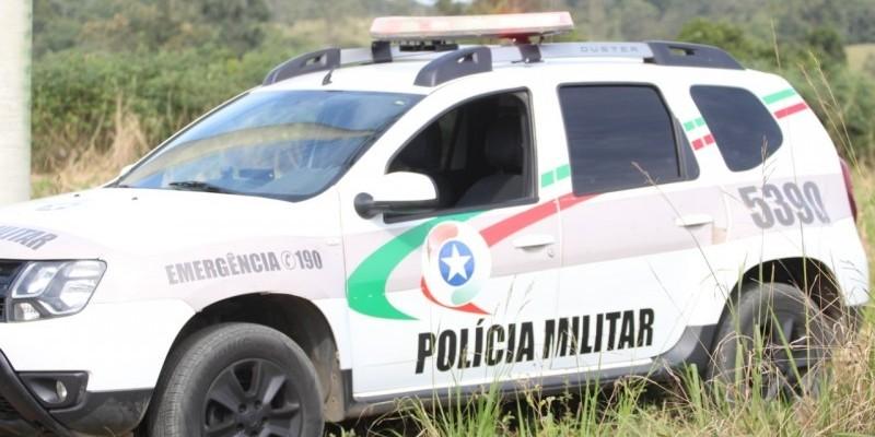 Após colidir veículo, condutor embriagado tenta se passar por policial militar e acaba preso pela PM