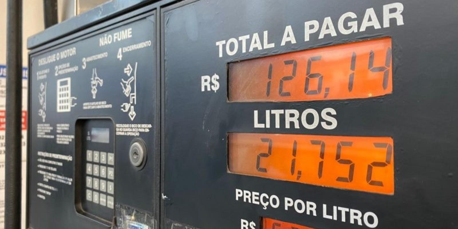 Pesquisa mostra gasolina próxima de R$ 6 em cidades de SC; Veja onde está mais barata