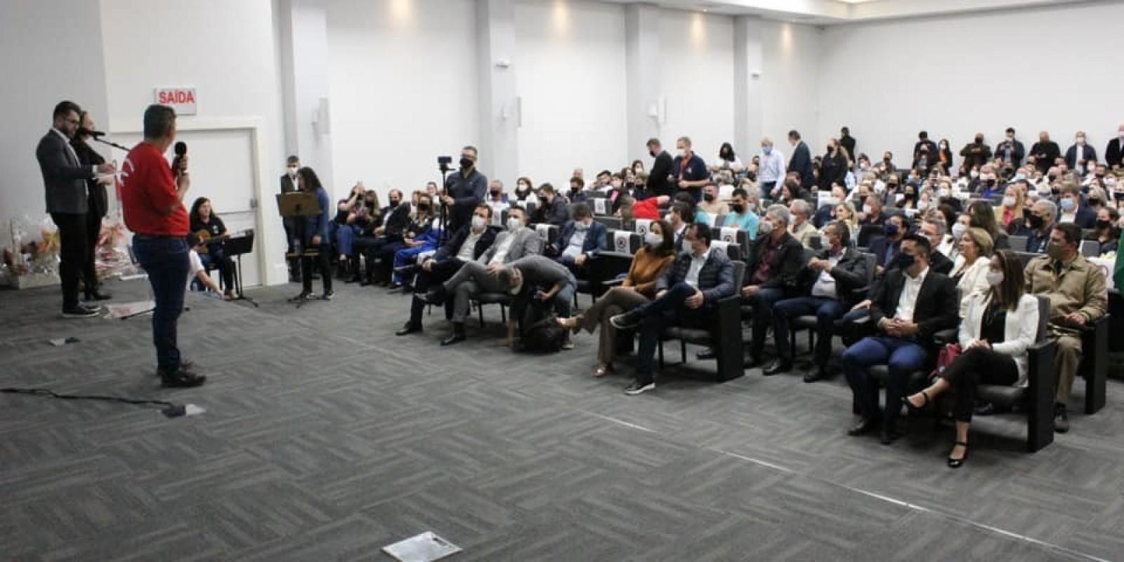 Braço do Norte sedia encontro que autoriza recursos do Estado para Apae
