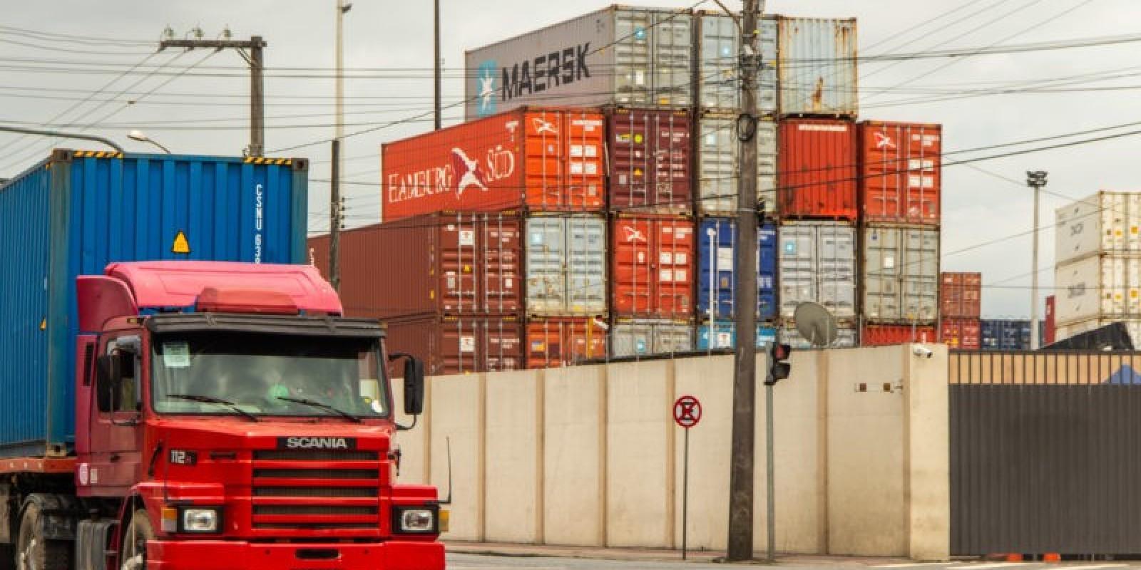 Crise mundial de contêineres afeta operações no Porto de Itajaí