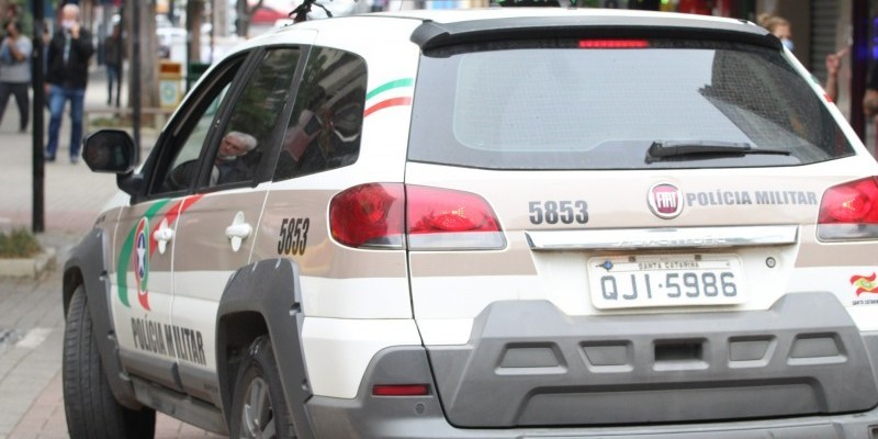 Monitora de estacionamento rotativo é agredida por motorista em Orleans