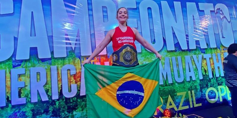 Natália Blasius, de São Ludgero, é ouro no 31º Sul-Americano de Muay thai
