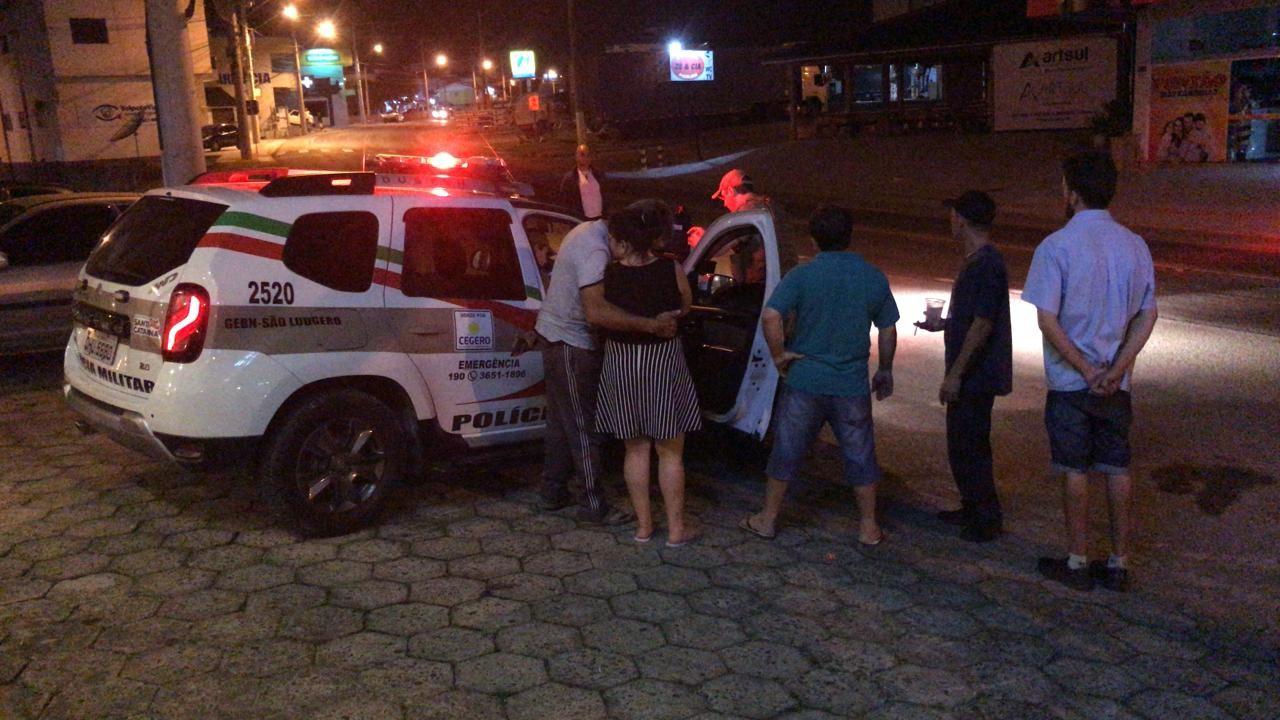 Carro colide em Caminhonete, perde o pneu, mas tenta fugir em São Ludgero