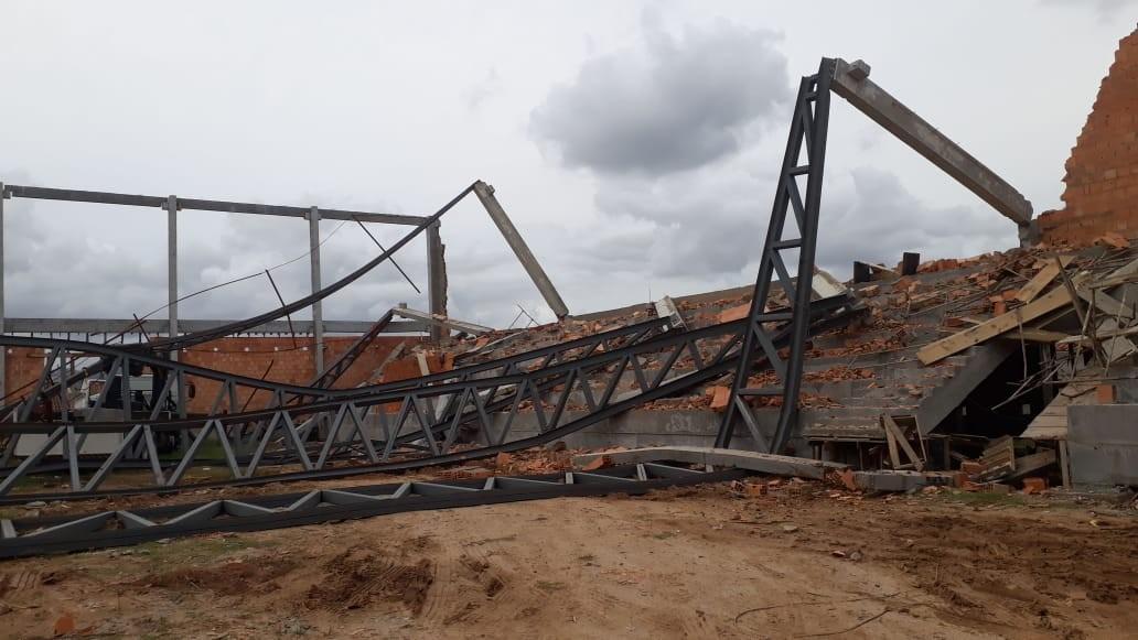 Urgente: Ginásio desaba em Braço do Norte