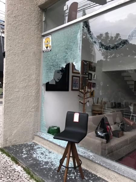 Comerciantes ainda contabilizam prejuízos com atentado desta madrugada