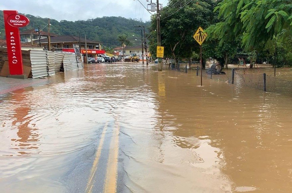 Cidades de SC decretam situação de emergência por causa da chuva