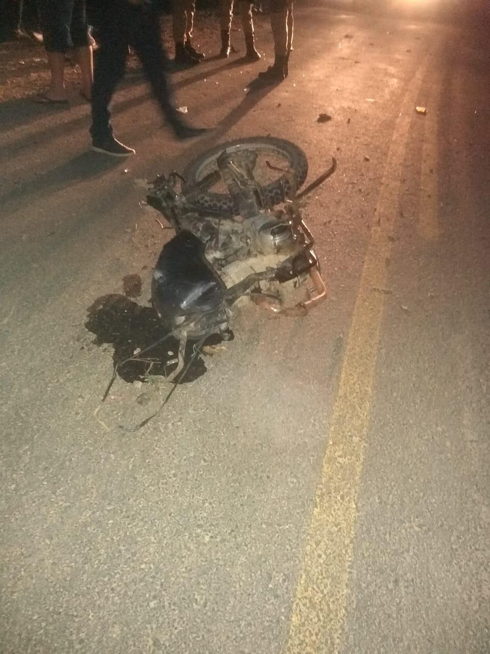 Adolescente de 15 anos morre após colisão frontal entre moto e carro