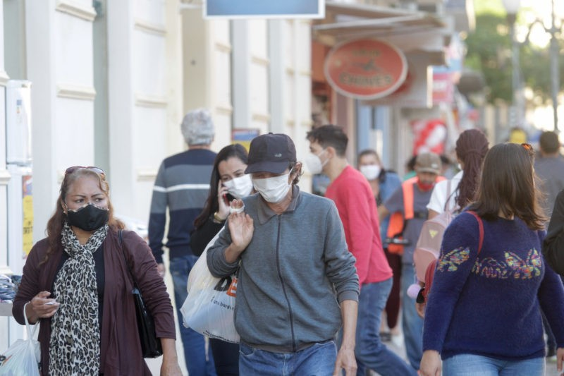 SC quer vacinar crianças e analisa dispensar uso de máscaras; veja o que se sabe